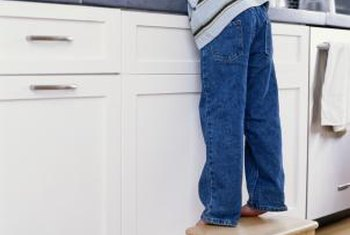 clean painting kitchen cabinets white | How to Clean White Painted Cabinets That Have Yellowed ...