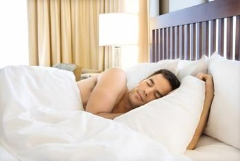 Evitar refeições no final da noite pode promover um melhor sono.