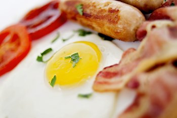 Eating a fast-food breakfast on a low-carb diet requires knowing where to look.