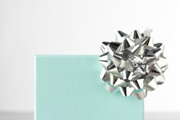 48324480cd How to Make a Tiffany Box Centerpiece | Home Guides | SF Gate
