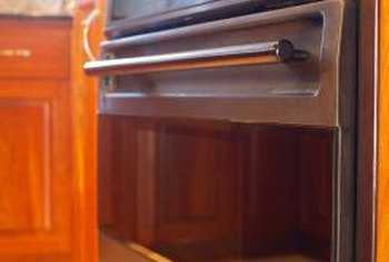 Hinges that operate properly help you save energy as you use the oven.