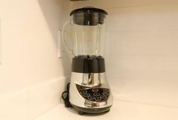 A blender offers a convenient means to puree onions and other spray ingredients.