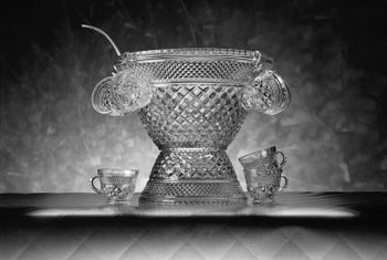 If you find a seam on your punch bowl itu0027s not crystal. & How to Identify Crystal Glassware Bowls | Home Guides | SF Gate