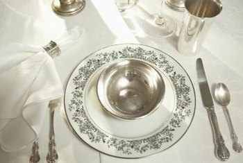 Where Do I Place a Steak Knife in a Table Setting? | Home Guides ...
