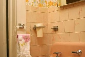 Amazing Decorating Old Bathrooms With Original Color Tiles. Old Tile Can Put A  Crimp In Your Bathroom Style.