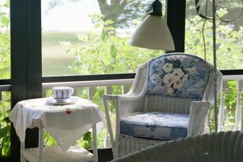 Light-colored furniture is a good choice for a narrow sunroom.