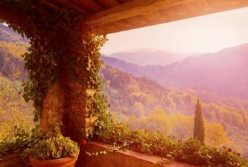 This stunning view of the Tuscan countryside is reiminiscent of many Tuscan-immortilized arworks.