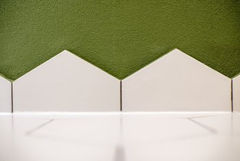 Acrylic Wall Surround vs. Tile Surround