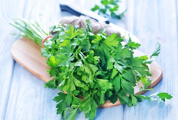 How to Make Parsley Tea With Fresh Parsley
