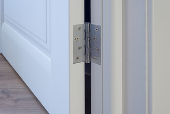 Tips on Easily Removing the Pins From Door Hinges