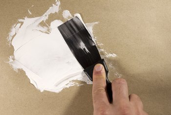 How to Fix Holes in Drywall With Spackling