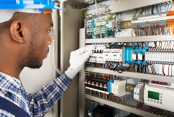 how to check a fuse at the home fuse box