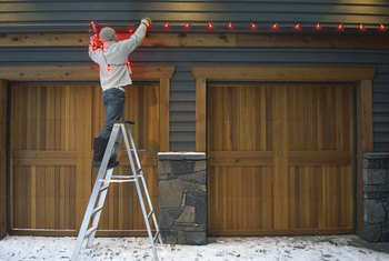 Hanging Outdoor Christmas Lights Without Drilling Holes In
