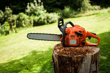 How to Adjust Oil Flow for a Husqvarna Chainsaw