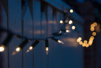 How to Hang Small Christmas Lights on a Wall Without Using Nails and Making Holes
