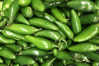 How to Know When Jalapeno Peppers Are Ready to Pick