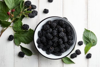 How Many Carbohydrates Are in Blackberries?