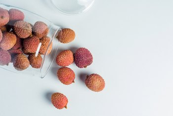 How to Eat Raw Lychee Nuts