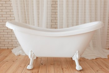 How to Get Rid of Scouring Pad Scratches on an Acrylic Bathtub