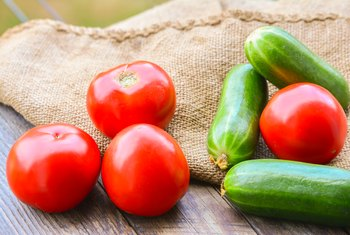How to Plant Cucumbers With Tomatoes