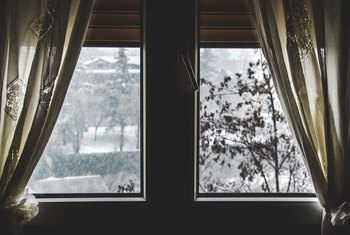 What Kind of Curtains Keep Cold Air Out?