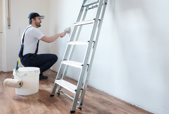 How to Get Grease Off the Wall Before Painting