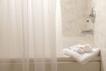 How to Pick the Proper Width for a Shower Curtain
