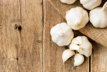 What Are the Benefits of Chewing Raw Garlic?