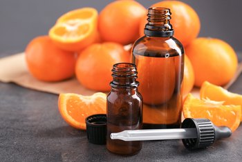 How to Extract Oil From the Skin of Oranges