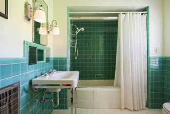 How High to Install a Shower Curtain