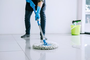 How to Clean Floors With Baking Soda, Vinegar and Soapy