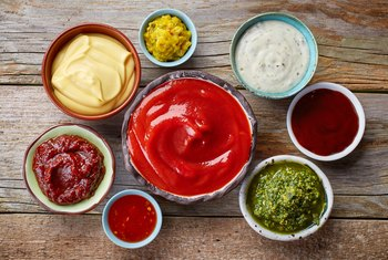 What Condiments Are Allowed on the Paleo Diet?