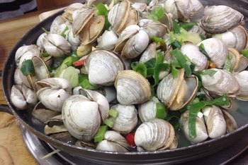 What Foods Are Good With Clams?