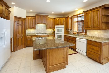 What Natural Oil Will Clean and Shine My Oak Kitchen Cabinets?