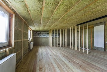 How to Put Insulation in a Ceiling Before Drywall