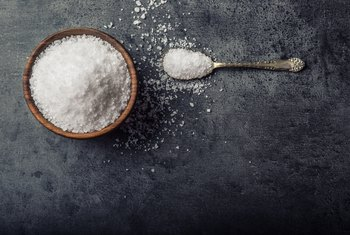 The Advantages & Disadvantages of Sodium for Nutrition