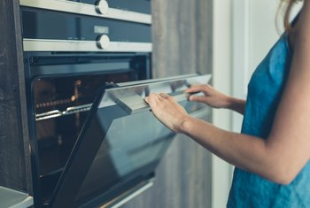 How To Manually Clean An Electric Self Cleaning Oven Home Guides