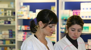 Learn how to go to school for free so you can become a Pharmacist.