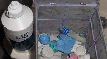 Cómo salvar un lente de contacto seco