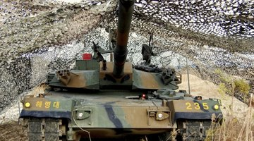 Custom made 1/35 scale camouflage netting can add realism to military models.