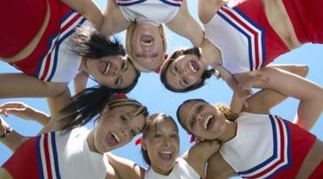 How to Choose Between a Pom Squad and Cheerleading Squad