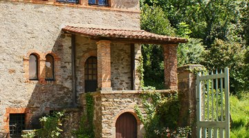 Many villas are natural stone and are never painted.