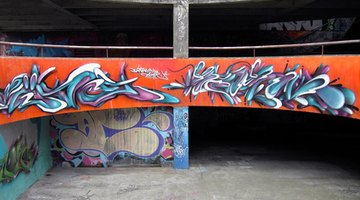 Graffiti fonts can bring a certain urban feel to your presentation.