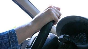 ¿Por qué el volante de mi auto se agita al frenar?