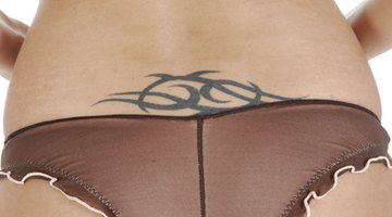 ¿Qué ingredientes desteñirán un tatuaje?