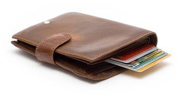 Cómo reportar una tarjeta de débito que ha sido robada cuando un banco está cerrado