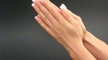 Cómo eliminar el vello de los dedos