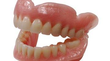 Como blanquear dientes falsos