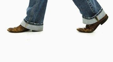 Qué causa moretones en la planta de mis pies cuando hago ejercicio o camino largas distancias