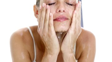 Cómo lavar un rostro después de un peeling químico